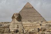 De Sphinx met piramide van Chefren