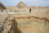 Naast piramide van Sechemchet