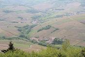 Camping gezien vanaf de heuvel