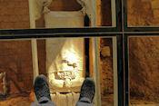 Monasterio de San Juan de la Peña met tentoonstelling onder glazen vloer