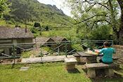Picknicken bij een oude watermolen