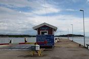 Wachten op de boot naar Åva