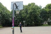 Basketbalwedstrijdje in het Ziedondarzs Park
