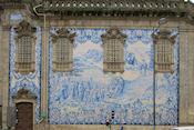 Igreja do Carno, uit de 18e eeuw in rococco stijl gebouw met een paneel uit 1912 van Silvestro Silvestri